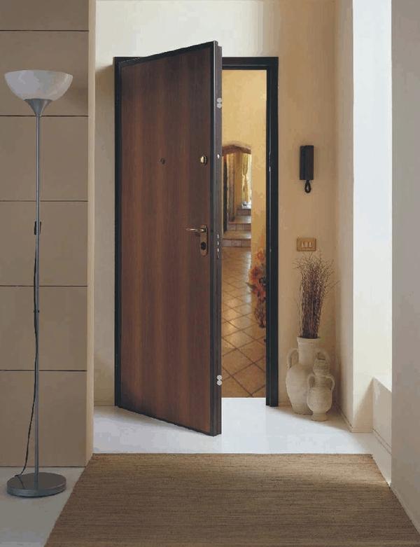 Πόρτα θωρακισμένη με επένδυση Laminate